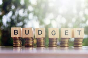 Read more about the article BUDGETING FOR BEGINNERS + FREE BUDGET TRACKER