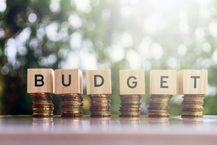 BUDGETING FOR BEGINNERS + FREE BUDGET TRACKER